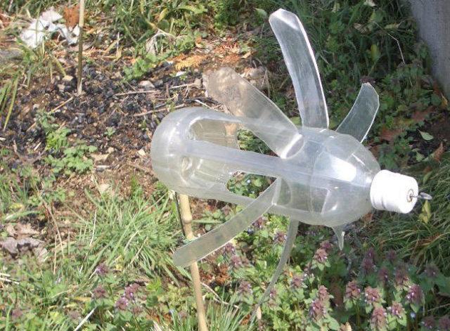Отпугиватель кротов из пластиковой бутылки